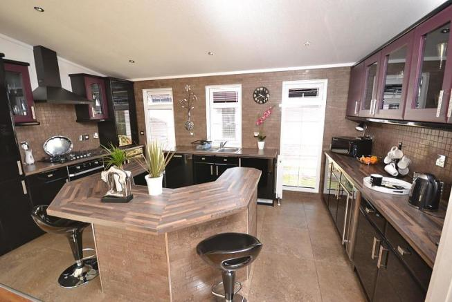 2 Bedroom Mobile Home For Sale In Takeley Park Essex