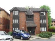 Studio apartment in Godolphin Close...
