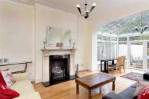 2 bedroom Apartment in Fernleigh Road, London