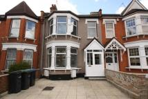 3 bed house in Kelvin Avenue, London N13