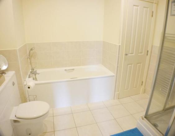 Bathroom Flat in Fel