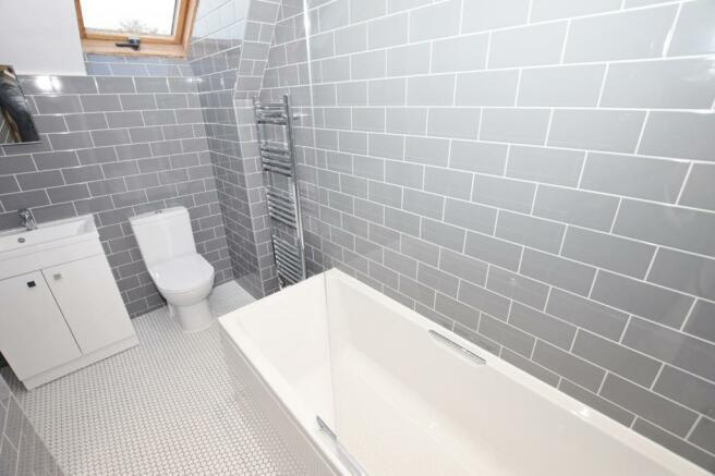 Bathroom Flat in Mid