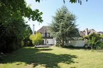 5 bed Detached house in Manor Way...