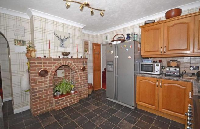 Kitchen (other angle