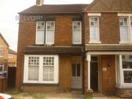 Glebe Road Flat to rent