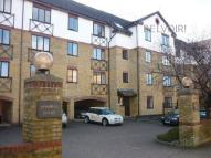2 bedroom Flat in Admirals House...