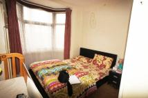 Flat to rent in Gladstone Avenue, London...