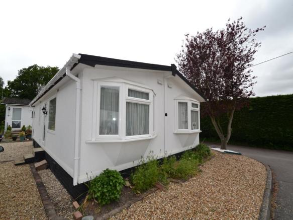 2 Bedroom Mobile Home For Sale In Pinewood Park Wokingham RG40