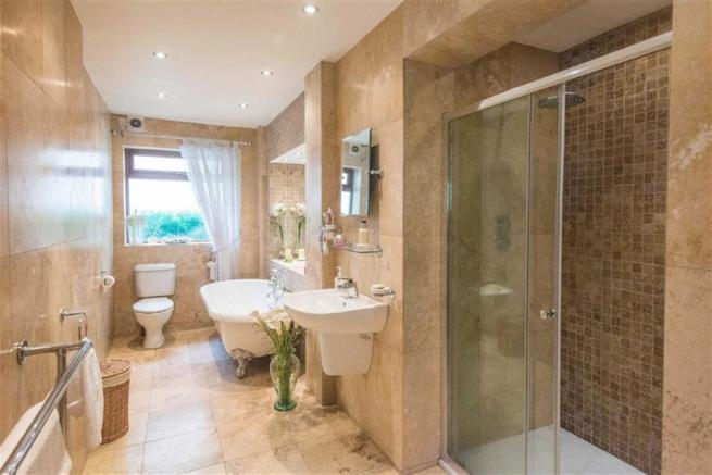 Luxurious Bath and S