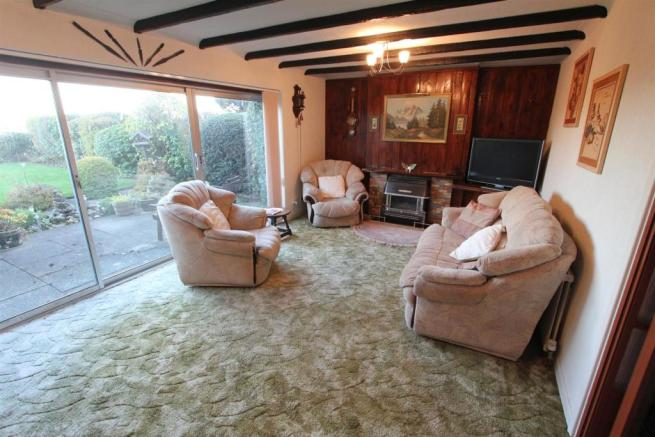 Lounge dining room t