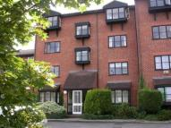 Flat to rent in Warwick Gardens...