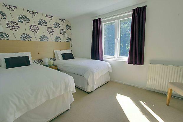 Room 4 Gloucester