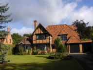 5 bed Detached property to rent in FARNHAM ROYAL