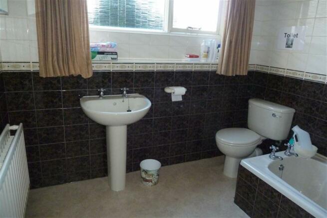 COMBINED BATHROOM AN