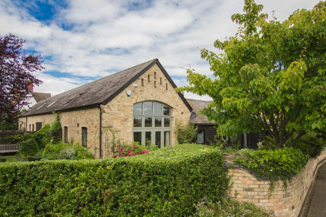 3 Bedroom Barn Conversion For Sale In College Farm Court