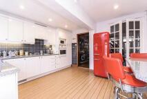 2 bedroom property in Glenhurst Road...