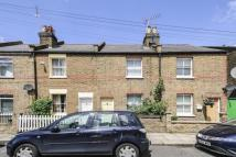 2 bed property in Albany Road, Brentford...