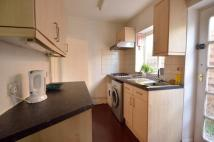 4 bed semi detached property to rent in Deerbarn Road, Guildford