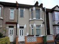 2 bed Flat to rent in Glenny Road, Barking
