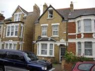 Town House to rent in Divinity Road...