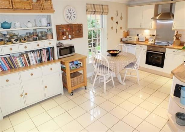 Another view of the kitchen breakfast room