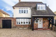 4 bedroom Detached home in Old Farm Avenue, Sidcup...