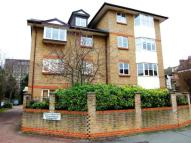 Flat to rent in Manor Road, Sidcup...