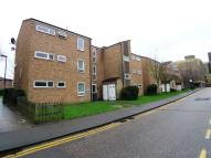 Flat to rent in Jubilee Way, Sidcup...