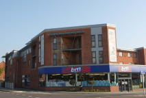 2 bed Flat to rent in Royal Oak Court...