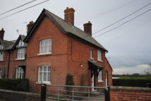 End of Terrace house to rent in Church Street, Ightfield...