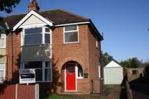 3 bedroom semi detached property to rent in North Parade, Sleaford...