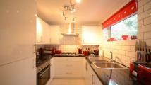 Maisonette to rent in Earlswood