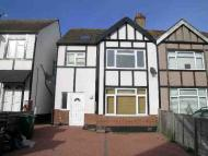 2 bed Maisonette to rent in Downhurst Avenue...