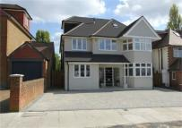 6 bedroom Detached house in The Rise, Edgware...