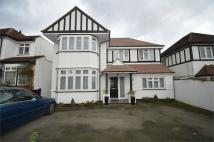 4 bedroom Detached house in Sunbury Avenue, Mill Hill
