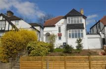 3 bed Detached home in Bunns Lane, Mill Hill
