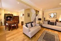 2 bed property in Warwick Square Mews...