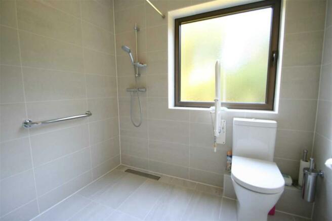 En Suite Shower /