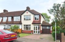 3 bedroom property in Wimborne Way, Beckenham...