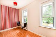 Flat to rent in Croydon Road, Beckenham...