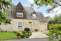 Swan Lane Close semi detached house for sale