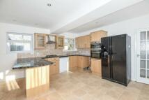 3 bedroom semi detached property to rent in Drew Meadow...