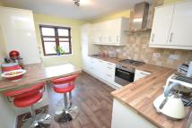 2 bed Flat in East Main Street...