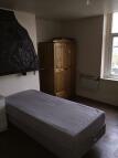 Studio flat to rent in Pelham Road, Bradford...