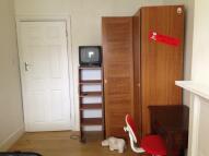 Flat to rent in WOODSTOCK AVENUE, London...