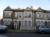 3 bedroom Flat to rent in Mount Pleasant Road...