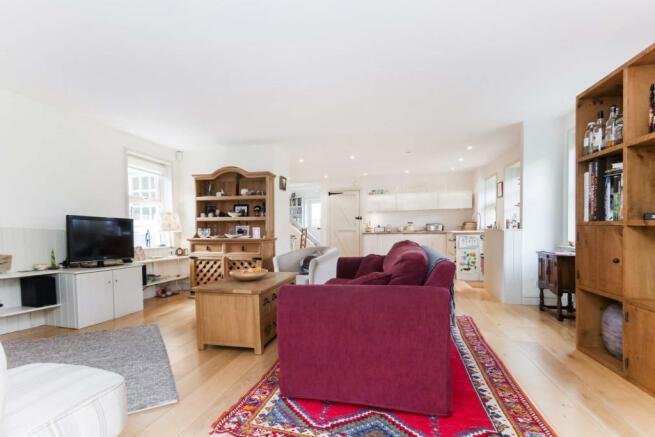 sittingroom kitchen