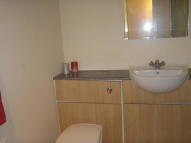 Ground Flat to rent in Cumbernauld Road...