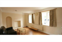 Terraced property to rent in THE CRESCENT, New Malden...