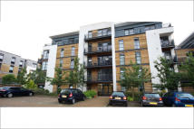 2 bed Flat to rent in Scott Avenue, London...